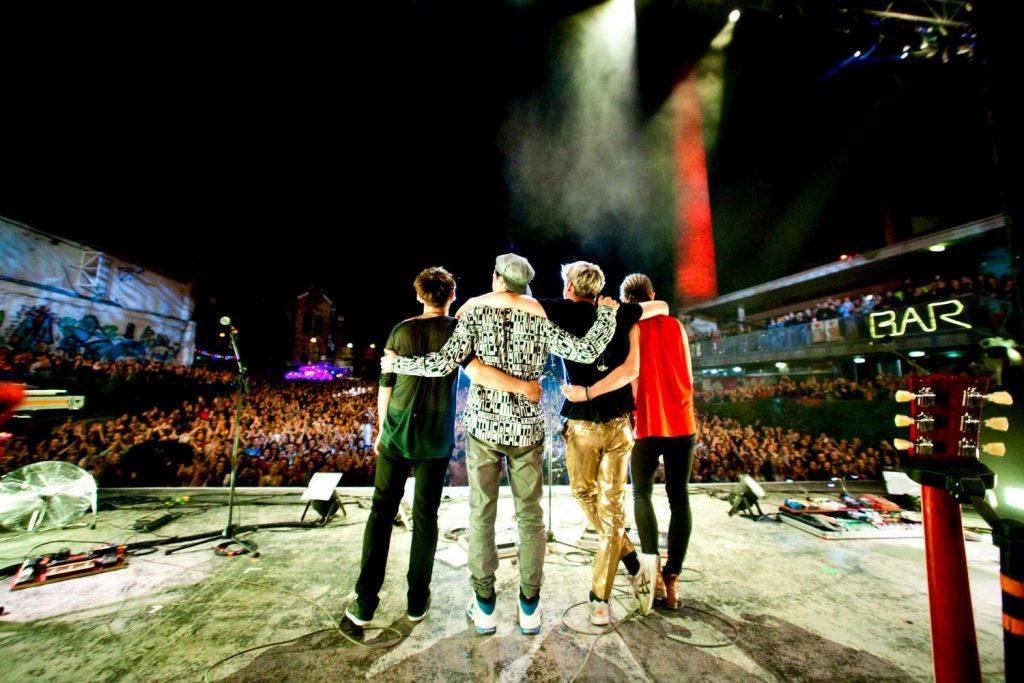 Le 10 janvier 2016, le groupe a annoncé une pause créative, après avoir tourné près de douze mois dans les salles et les festivals.